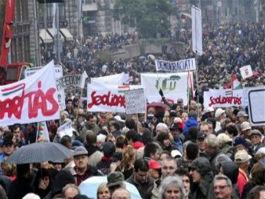 30 000 человек вышли на митинг в Будапеште против новой Конституции