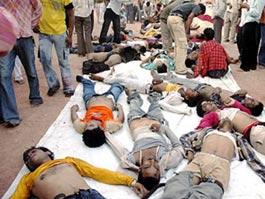 На религиозном празднике в Индии погибли люди