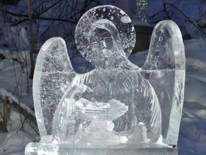 В ижевский парк «слетелись» ледяные ангелы