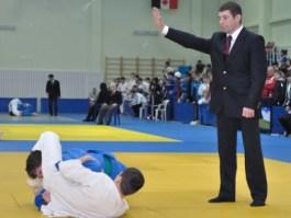 Ижевский борец дзюдо весом около 150 кг покорил судей