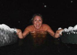Известные ижевчане выложили в интернет откровенные фотографии с крещенских купаний