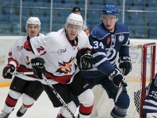 Хоккейный клуб «Ижсталь» ушел с последнего места в конференции