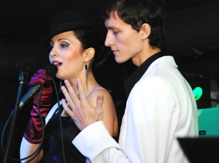 На концерте «Karenin» в Ижевске зритель домогался солистки группы