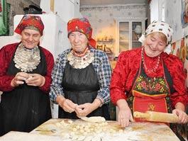 Феномен «Бурановских бабушек»: между Каннами и «Евровидением» успевают лепить пельмени