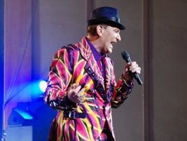 Сергей Пенкин позвал на концерт в Ижевске стюардесс самолета, на котором прилетел