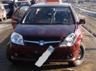 В Ижевске машина врезалась в остановку общественного транспорта