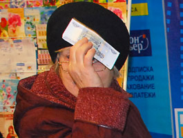 В Удмуртии сотрудница банка отговорила пенсионерку переводить деньги мошенникам