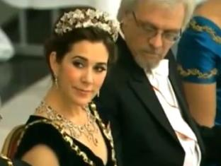 Муж экс-президента Финляндии разглядывал бюст датской принцессы