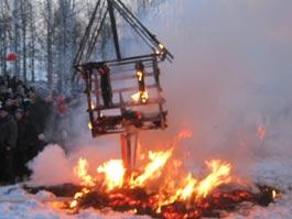 В Ижевске на Масленицу провели фестиваль огненных скульптур