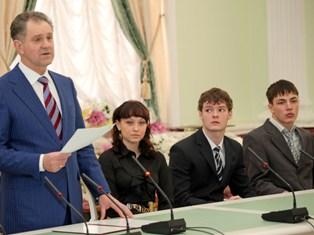 Более 70 юных жителей Удмуртии получили от Дмитрия Медведева по 60 и 30 тысяч рублей