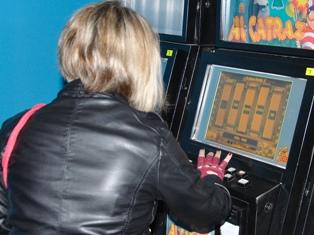 Злая студентка «сдала» полицейским три подпольных казино в Ижевске