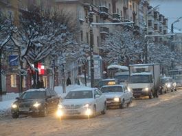 Весенний снегопад в Ижевске: город увяз в пробках и авариях