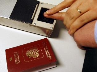 В 2013 году начнут выдавать загранпаспорта с отпечатками пальцев