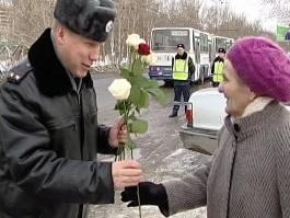 Гаишники Удмуртии поздравляют женщин-водителей с 8 Марта