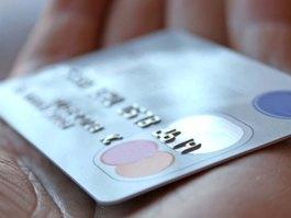В Удмуртии женщина расплатилась в магазине найденной кредитной карточкой