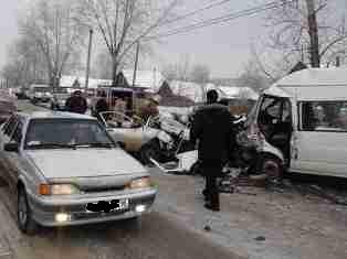 Маршрутка «Ижевск-Сарапул» столкнулась с иномаркой: двое погибли, 11 человек попали в больницу
