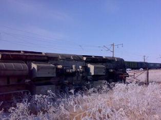 При столкновении двух поездов на Транссибе с рельсов сошли два десятка вагонов