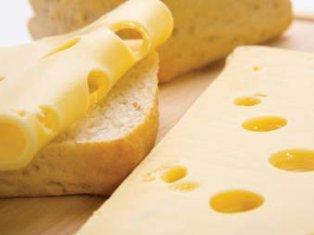 Ученые: кусочек сыра перед засыпанием положительно влияет на сон