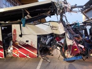 В Швейцарии в туннеле разбился автобус с туристами