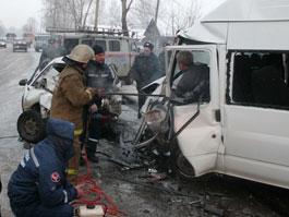 Маршрутка «Ижевск - Сарапул» столкнулась с иномаркой: два человека погибли, 11 попали в больницу
