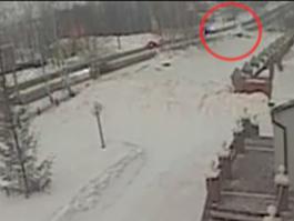 В интернете появилось видео, на котором видно, как сбивают ижевского автоинспектора