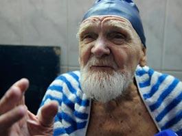 100-летний ветеран установил рекорд по плаванию в Сочи