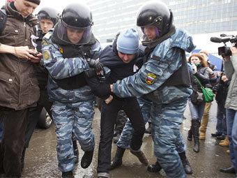 Полиция отпустила более 100 задержанных на акции против НТВ