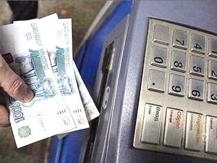 В Ижевске два молодых человека «выкачали» из банкомата 100000 рублей по рецепту из Интернета