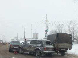 Из-за «паровозика» из 3 машин в Ижевске образовалась пробка