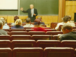 В Ижевске мошенник обманывает горожан на публичных лекциях