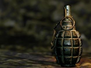 В Ижевске дворник нашел гранату с чекой, место оцеплено
