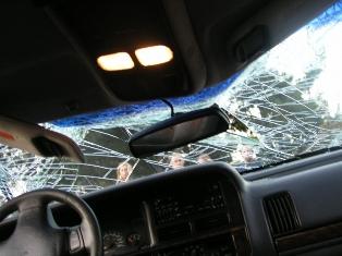 В Ижевске после удара о ВАЗ-21102 иномарка сбила 2 пешеходов