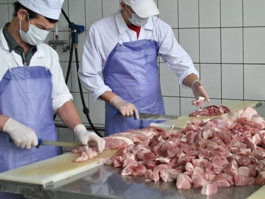 В Ижевске дешевеет свинина и дорожает бензин