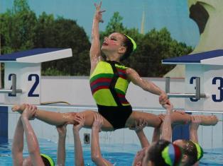 В Ижевске проходят соревнования по синхронному плаванию