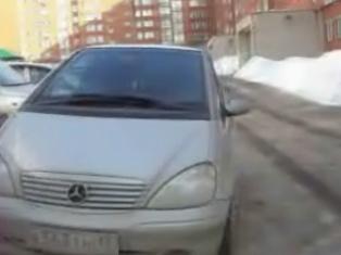 В Ижевске из-за весеннего гололеда во дворе школьник угодил под машину