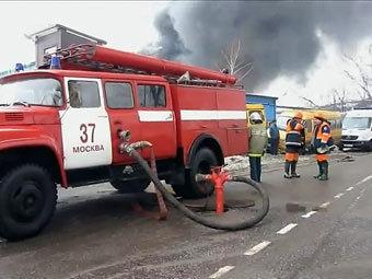 При пожаре на рынке Москвы погибли 12 человек