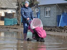 В Ижевске жители затопленной улицы добились, чтобы воду откачивали круглосуточно