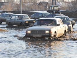 Специалисты ГИБДД не советуют автолюбителям Ижевска переходить на летнюю резину