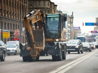 В России введут штрафы для водителей тихоходных машин