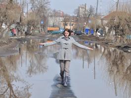 Из-за затопленных домов жители улицы Партизанской перекрыли дорогу