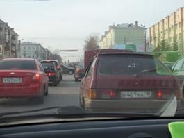 Пробки в Ижевске создали поломанная «восьмерка» и «форд» с КамАЗом