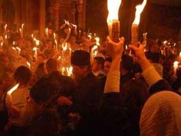 В Ижевск из Иерусалима прибыл Благодатный огонь