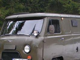 В Удмуртии пожилой мужчина выпрыгнул на ходу из УАЗа