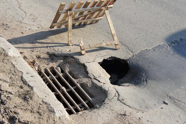 Новый серьезный провал появился на улице Петрова  в Ижевске