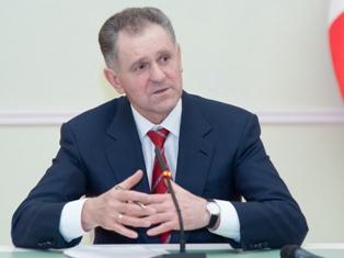 Доходы Президента Удмуртии Александра Волкова в 2011 году снизились почти на 200 тысяч рублей