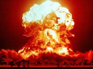 Медведев заявил, что Россия не откажется от ядерного оружия