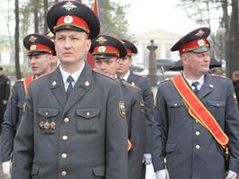Ижевские полицейские отдали дань погибшим воинам под дождем