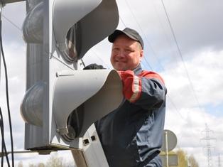 В Ижевске на «дурацком перекрестке» установили и включили светофор