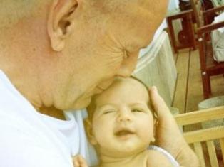 Брюс Уиллис показал свою новорожденную четвертую дочь