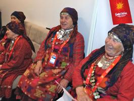 В Баку «Бурановские бабушки» открыли купальный сезон